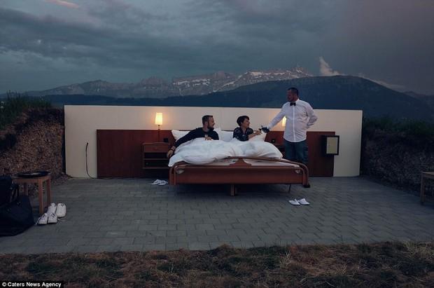 Không nhà vệ sinh, khách sạn giá siêu đắt vẫn đông nghẹt - Ảnh 2.