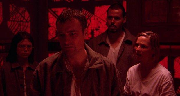 10 bộ phim có bối cảnh khiến người xem sợ chết khiếp - Ảnh 1.