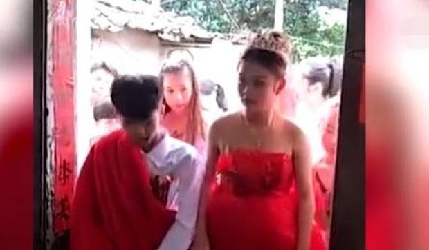 Cặp đôi tảo hôn tuổi 13 vì cô dâu lỡ mang bầu - Ảnh 2.