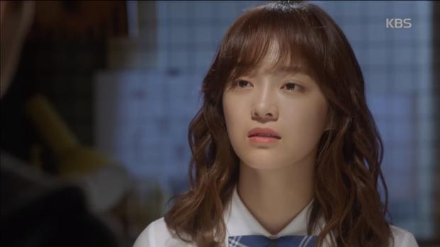 """""""School 2017"""": Liệu có phải con trai nào cũng có khuôn mặt """"dại gái"""" như thế này khi nhìn thấy gái xinh Se Jeong? - Ảnh 11."""