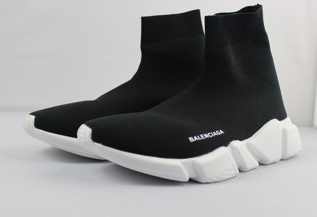 Cùng một kiểu giày: Sơn Tùng chịu chi dùng hàng hiệu, Hà Hồ chỉ bỏ... 1/8 số tiền để sắm đồ bình dân - Ảnh 3.