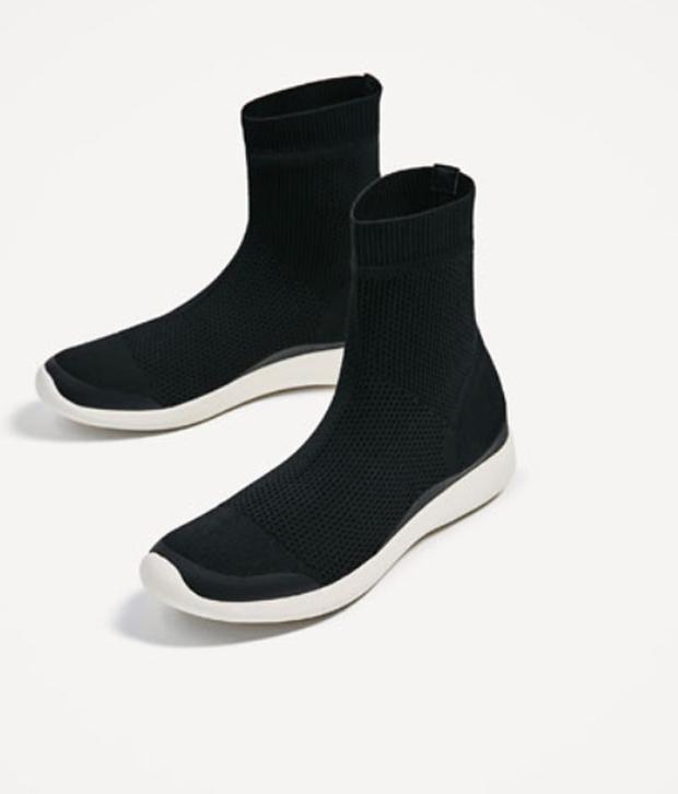 Cùng một kiểu giày: Sơn Tùng chịu chi dùng hàng hiệu, Hà Hồ chỉ bỏ... 1/8 số tiền để sắm đồ bình dân - Ảnh 5.