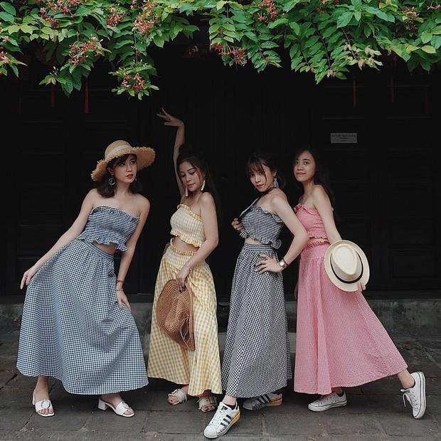Bộ váy này đang được con gái Việt diện suốt trên Instagram, chứng tỏ gingham là hot trend phá đảo Hè 2017 - Ảnh 1.