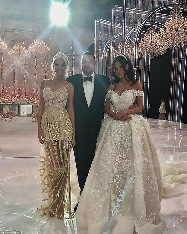 Đám cưới xa hoa nhất 2017: Đại gia khét tiếng kết hôn cùng người mẫu nóng bỏng, nhẫn cưới có giá hơn 200 tỷ đồng - Ảnh 2.