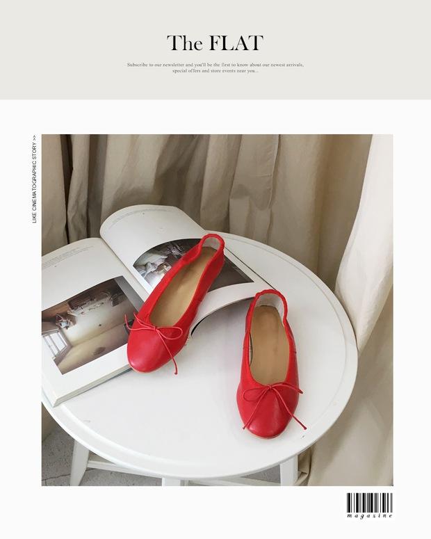 Thu này nếu định sắm thêm giày, bạn nhất định nên chọn giày búp bê màu đỏ vì nó sắp thành hot trend đến nơi rồi! - Ảnh 13.
