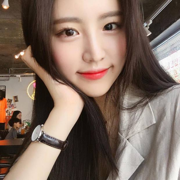Không phải beauty blogger nhưng 5 hot girl Hàn này vẫn được hội mê làm đẹp săn đón vì makeup cực long lanh - Ảnh 1.
