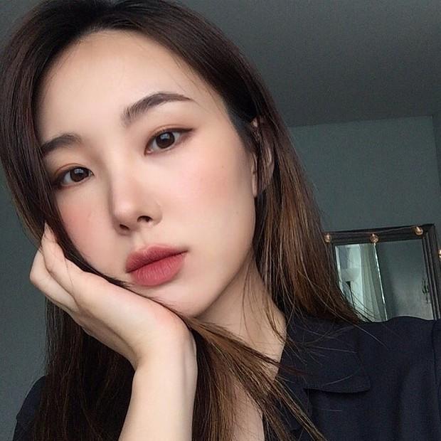 Không phải beauty blogger nhưng 5 hot girl Hàn này vẫn được hội mê làm đẹp săn đón vì makeup cực long lanh - Ảnh 17.