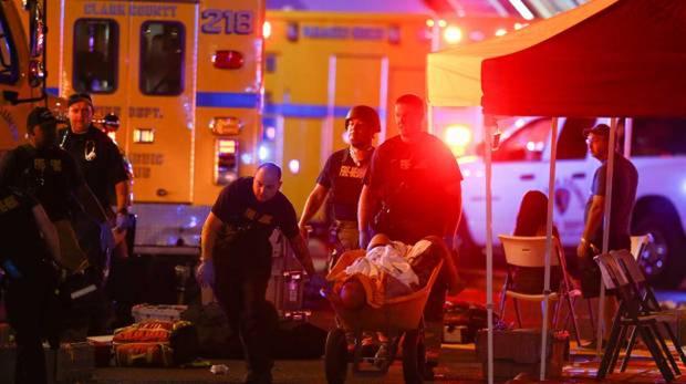 Những người xa lạ tốt bụng dang tay giúp đỡ nạn nhân của vụ xả súng Las Vegas - Ảnh 6.