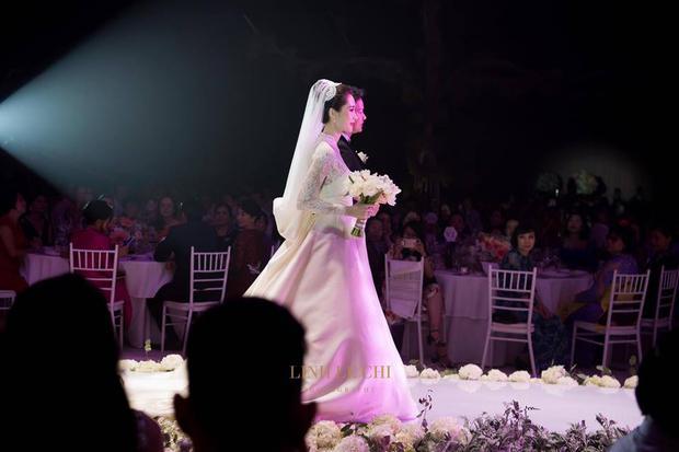 Bạn có nhận ra váy cưới của Hoa hậu Thu Thảo giống váy cưới của Công nương Grace Kelly đến bất ngờ? - Ảnh 1.