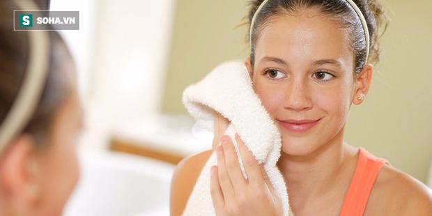 Có tới 12 tác dụng kỳ diệu cho sức khỏe chỉ với 1 chiếc khăn mặt ấm: Bạn nên thử ngay! - Ảnh 1.