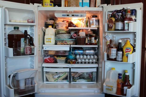 Sai lầm thường gặp khi bảo quản đồ trong tủ lạnh khiến cho thực phẩm thành mầm mống gây bệnh - Ảnh 1.