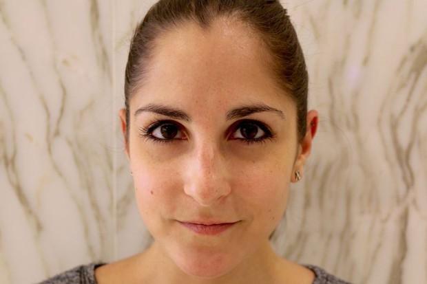 Cô nàng này đã thử dịch vụ lột xác lông mày của 2 hãng mỹ phẩm nổi tiếng và phải ố á với kết quả - Ảnh 1.