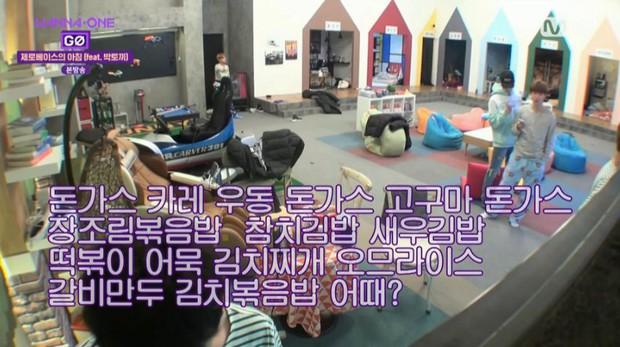 Clip: Chạy vù đi mua trà sữa ở Việt Nam, mỹ nam Wanna One ngậm ngùi tay không ra về vì... không qua được đường - Ảnh 4.