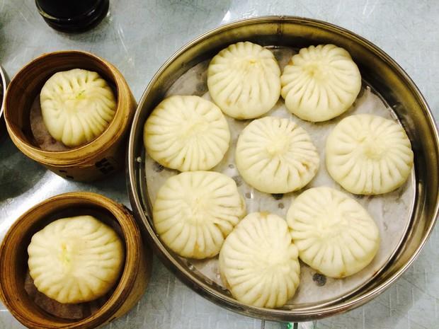 Thương hiệu bánh bao kỳ quặc chó cũng không thèm ăn nhưng cực đông khách ở Trung Quốc - Ảnh 1.