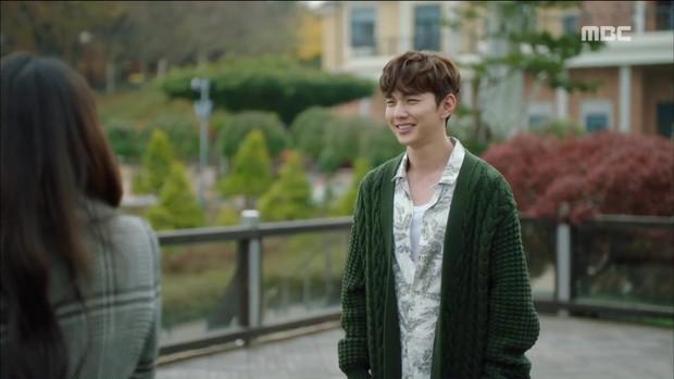 Choáng với tình đầu của Yoo Seung Ho: Vòng 1 khủng tới nỗi khiến Jo In Sung toát mồ hôi - Ảnh 1.