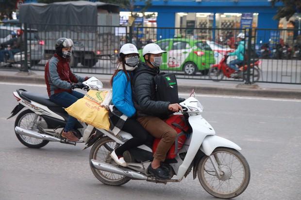 Đường phố Sài Gòn và Hà Nội đông đúc sau ngày làm việc cuối cùng trong năm 2017 - Ảnh 26.