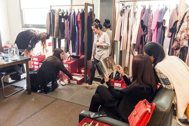 Thanh Hằng tất bật chuẩn bị để xuất hiện trên hàng ghế đầu show thời trang tại Milan Fashion Week - Ảnh 5.