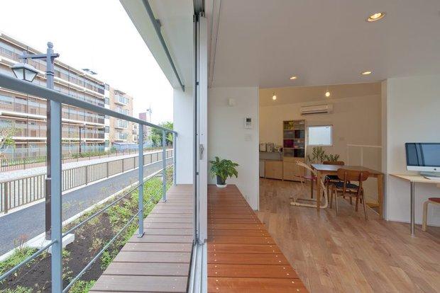 Căn nhà Nhật Bản nhìn thì nhỏ hẹp vậy thôi, nhưng khi bước vào trong bạn sẽ phải bất ngờ - Ảnh 11.