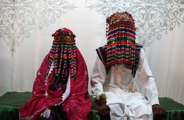 Cùng ngắm thêm 22 bộ váy cưới truyền thống tuyệt đẹp trên toàn thế giới - Ảnh 19.