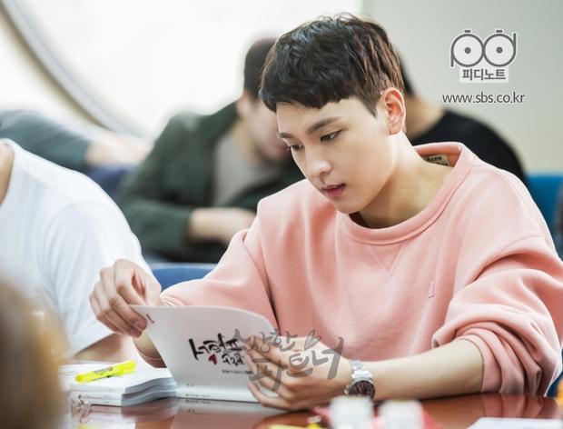 Ji Chang Wook siêu điển trai và đáng yêu bên bạn diễn phim mới - Ảnh 10.