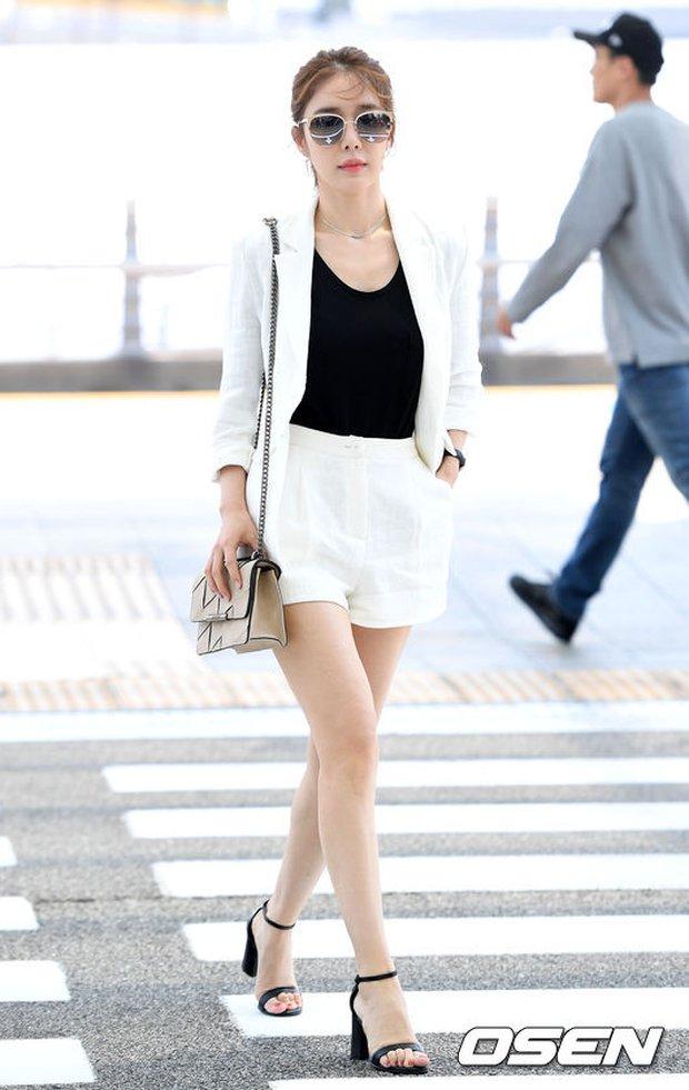 Có ai như Lee Dong Wook và Yoo In Na: Tình cờ gặp gỡ và biến sân bay thành sàn catwalk - Ảnh 5.