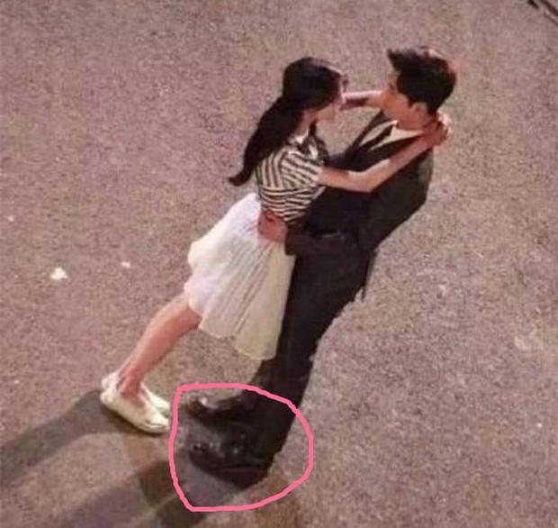 Dở khóc dở cười với những chiêu ăn gian chiều cao của sao Cbiz bị netizen bắt thóp - Ảnh 5.