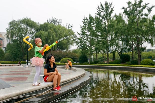 Nhật ký phiêu bạt ở Bắc Kinh của trẻ em mắc bệnh ung thư phải ở trong những căn nhà chật chội, kiếm tìm hy vọng sống - Ảnh 1.