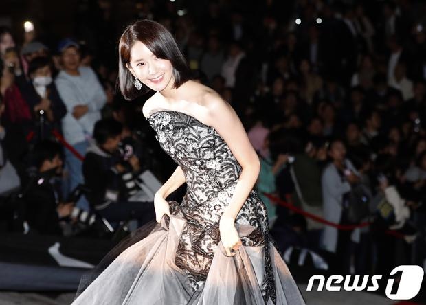 Giải Oscar Hàn Quốc gây sốc: Nữ diễn viên vừa nhận giải Tân binh đã lên luôn Ảnh hậu - Ảnh 6.