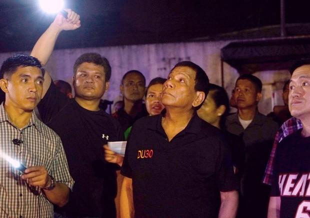 Tổng thống Philippines không kìm được nước mắt khi nghe tin 37 người thiệt mạng trong vụ hỏa hoạn - Ảnh 4.