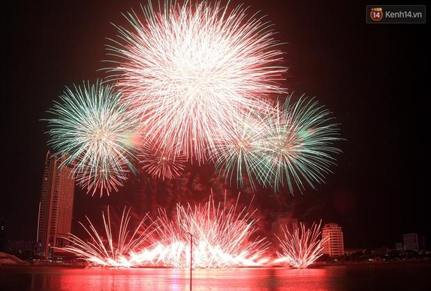 Chùm ảnh: Hai đội Thụy Sỹ và Nhật Bản tranh tài đẹp mắt tại Lễ hội pháo hoa quốc tế Đà Nẵng - Ảnh 11.