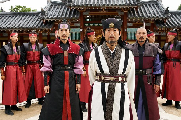 Hwarang: Vừa nói yêu Go Ara, Park Seo Joon lĩnh ngay một mũi tên chí mạng - Ảnh 17.