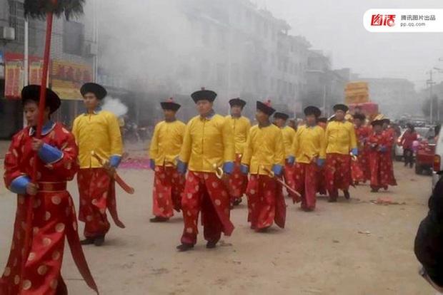Những đám cưới toàn vàng ròng ở Trung Quốc luôn khiến người ta phải choáng ngợp - Ảnh 8.