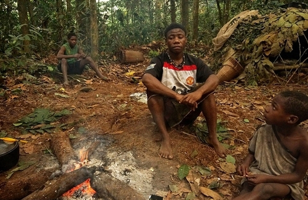 Bên trong bộ lạc gần 50% trẻ em không thể sống quá 5 tuổi ở châu Phi - Ảnh 11.