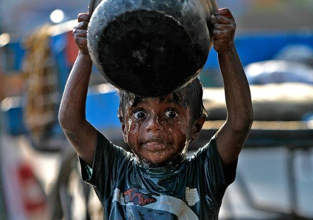 Ngày Nước thế giới, nhìn lại những bức hình ám ảnh về thực trạng khan hiếm nước trên toàn thế giới - Ảnh 11.