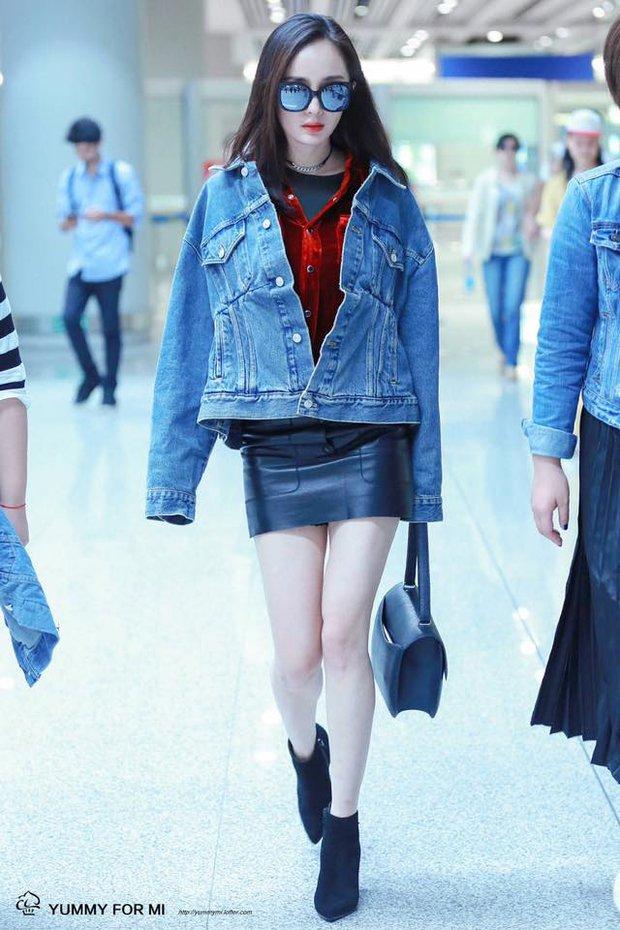 Những màn khoe chân đỉnh cao chứng minh: Dương Mịch chính là nữ hoàng sân bay số 1 Cbiz! - Ảnh 6.