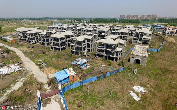 Tiếc ngẩn tiếc ngơ trước lô biệt thự tuyệt đẹp, giá bạc tỷ nhưng lại đen đủi hóa thành phố ma ở Trung Quốc - Ảnh 10.