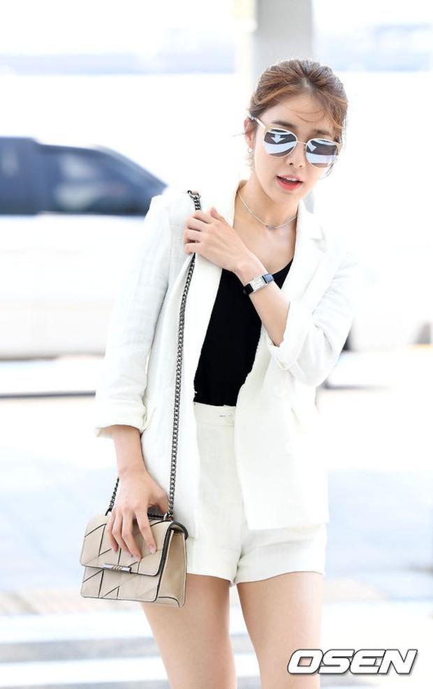 Có ai như Lee Dong Wook và Yoo In Na: Tình cờ gặp gỡ và biến sân bay thành sàn catwalk - Ảnh 6.