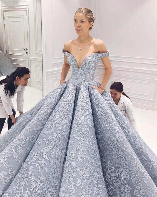 Cận cảnh chiếc đầm Lọ Lem đẹp nín thở của Hoa hậu đẹp nhất thế giới Aishwarya Rai trên thảm đỏ Cannes - Ảnh 11.
