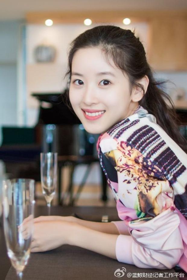 Sau khi kết hôn, cô bé trà sữa trở thành nữ tỷ phú trẻ tuổi nhất Trung Quốc - Ảnh 4.