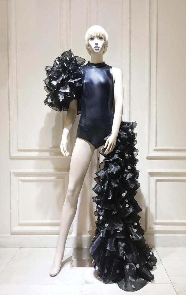 Sau Rihanna, đến lượt Katy Perry diện thiết kế của Công Trí và diện hẳn 3 bộ! - Ảnh 8.