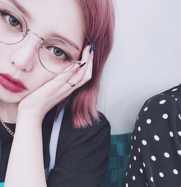 Lý do khiến ai cũng bật ngửa đằng sau sở thích diện kính mọt sách hot trend của Irene (Red Velvet) - Ảnh 11.