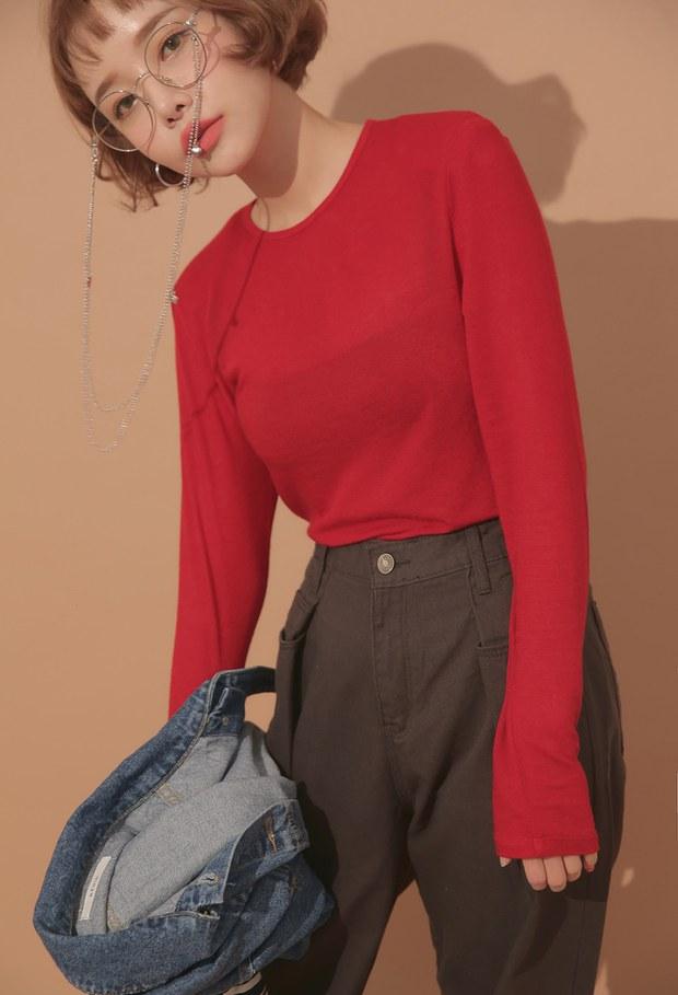 Thủ sẵn vài ba chiếc áo thun ôm trơn màu, công cuộc ăn diện mùa thu của bạn sẽ lên hương hẳn - Ảnh 11.