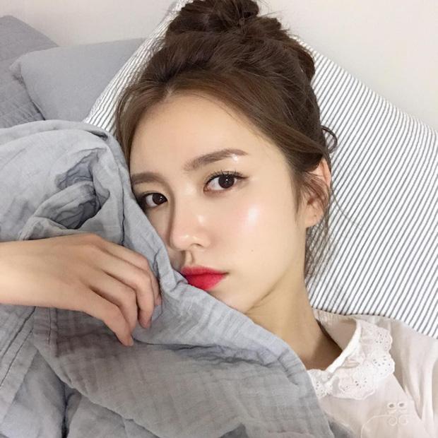 Trước đã mê da căng bóng, nay con gái Hàn lại càng chuộng mốt da bóng lưỡng như bôi mỡ - Ảnh 3.