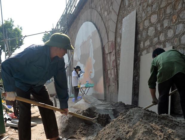 Hà Nội: Những bức bích họa đầu tiên được khai bút trên phố Phùng Hưng - Ảnh 11.