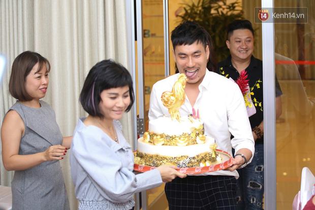 Nhã Phương lẻ bóng xuất hiện, Cát Phượng tổ chức sinh nhật tròn 48 tuổi cho Hoài Linh - Ảnh 10.