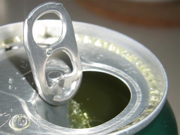 Trước khi mở một lon nước, hãy nhớ làm điều này vì an toàn của chính bạn - Ảnh 2.