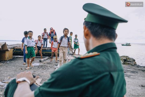 Humans Of Hanoi và chiến dịch gây quỹ nghĩa tình gửi đến những em học trò của thầy Trần Bình Phục - Ảnh 1.