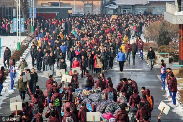 Cuộc đại di cư về quê ăn Tết từ lâu đã trở thành một nét văn hoá của người Trung Quốc - Ảnh 4.