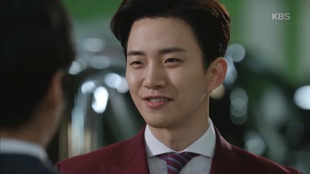 """""""Sếp Kim"""" siêu lầy: Nam Goong Min """"cosplay"""" cảnh catwalk kinh điển của Goblin - Ảnh 18."""