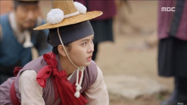 """""""Mặt Nạ Quân Chủ"""": Yoo Seung Ho đội mồ sống dậy, về quê vác giỏ kiếm cơm - Ảnh 18."""